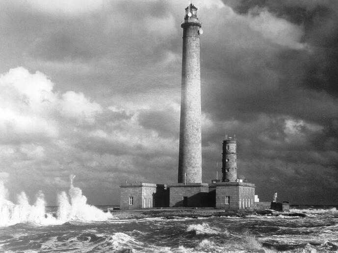Bafleur lighthouse June 2015 storm noir et blanc.jpg