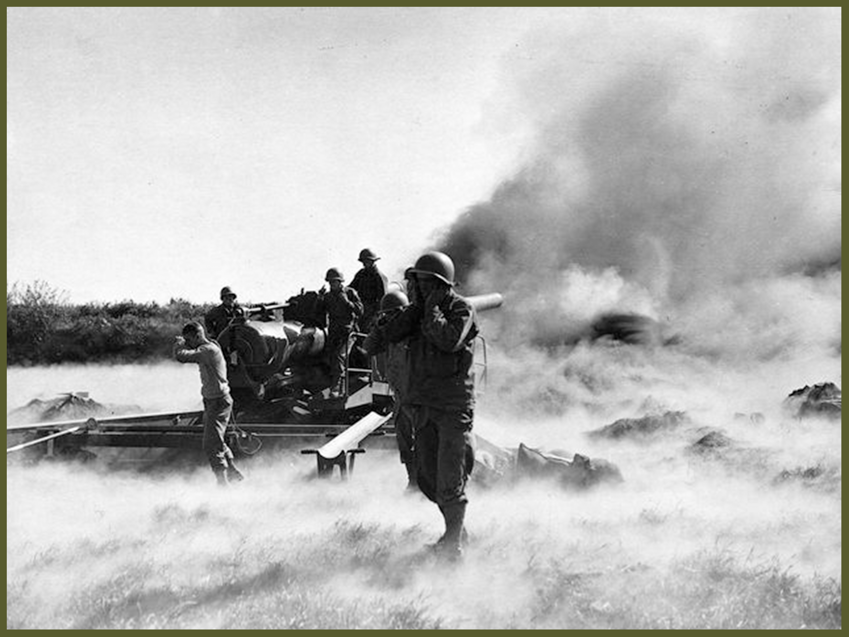 canon américain de la 256e artillerie de campagne, tirant sur Brest lors de lassaut final