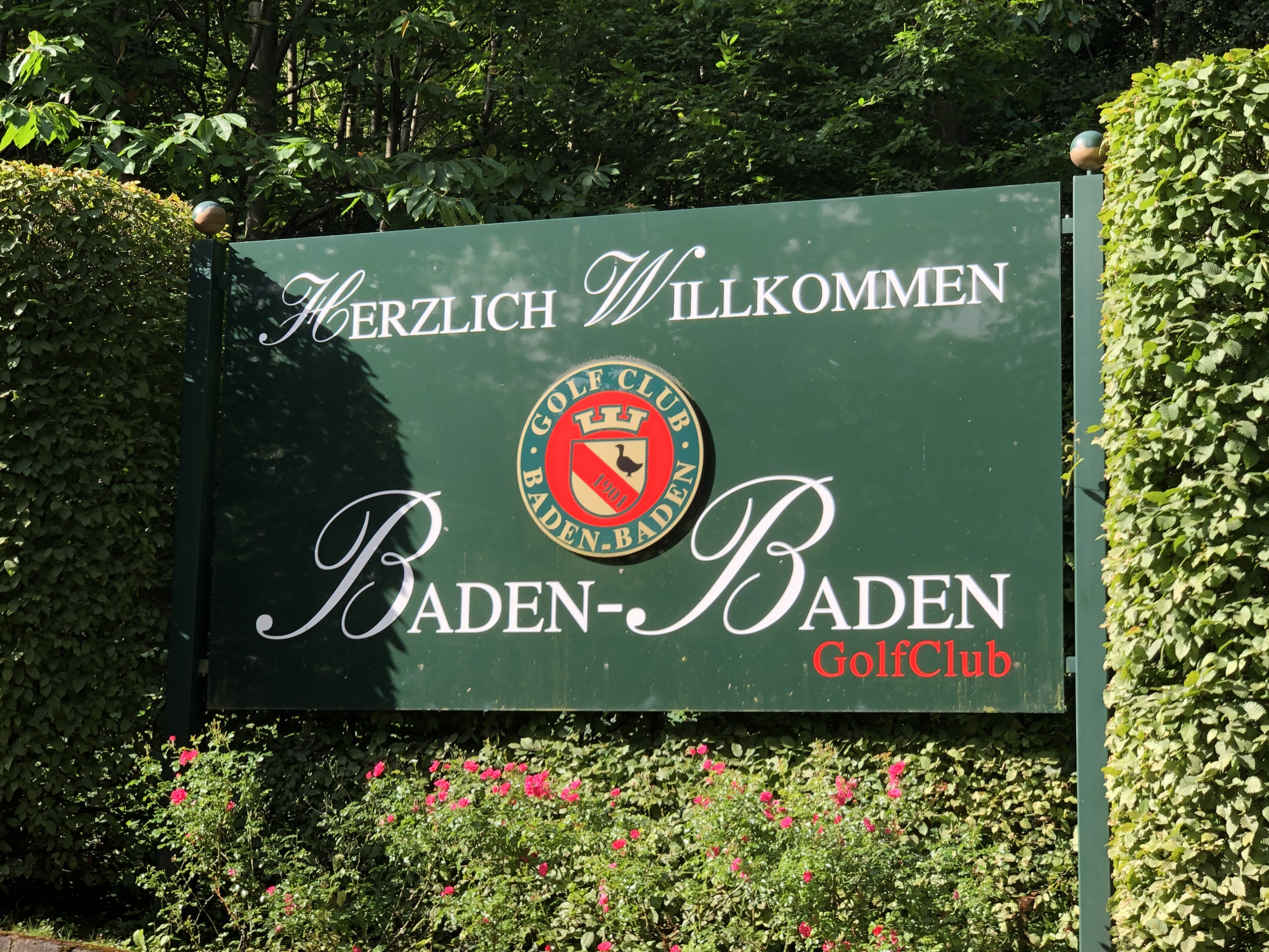 golf club sign