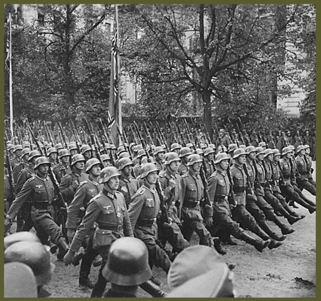 1939 German troops parade in Warsaw